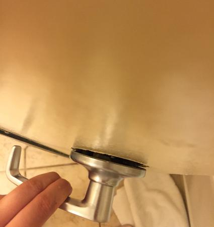 BEST WESTERN San Diego/Miramar Hotel: not functional bathroom knob