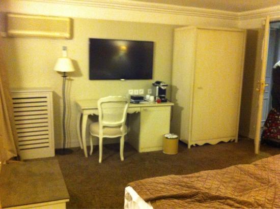 hotel louvre montana paris: