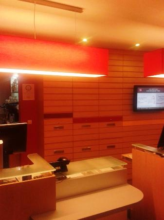 Banco reception picture of ibis praha mala strana for Best hotels in mala strana prague