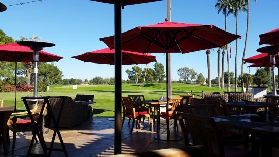 Litchfield Park, AZ: Patio at Red's