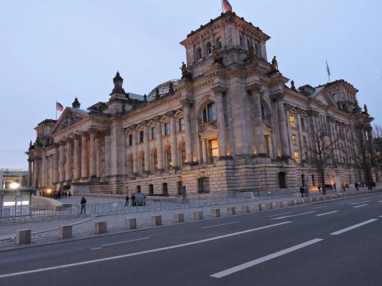 Palazzo del reichstag sede del parlamento tedesco for Sede parlamento roma