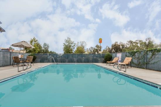 Willows, Califórnia: An Outdoor Seasonal Pool (Not Heated)