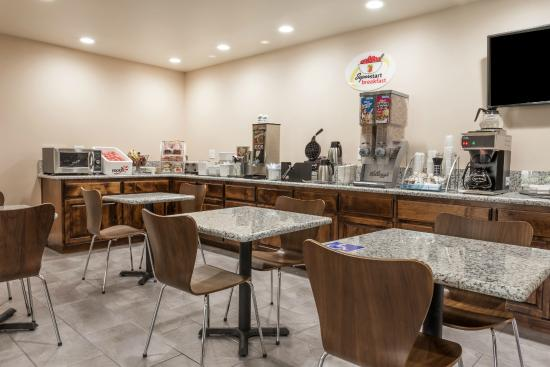 Willows, CA: Continental Breakfast Area
