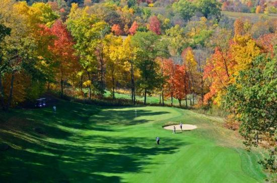 Eagle Ridge Resort & Spa: The 14th Hole on The General during fall season