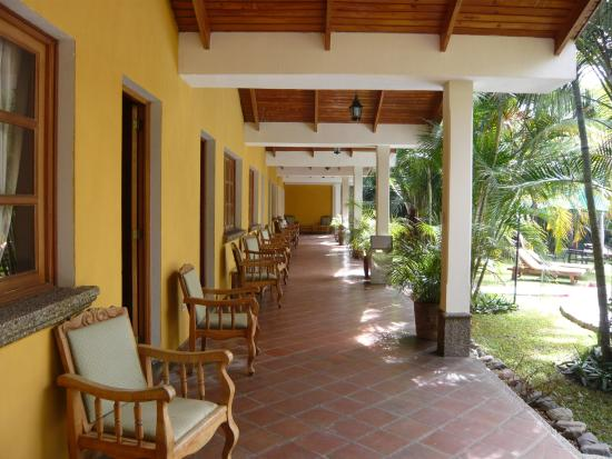 Hotel Dos Mundos: Seating Outside Guestrooms, Gardens & Pool