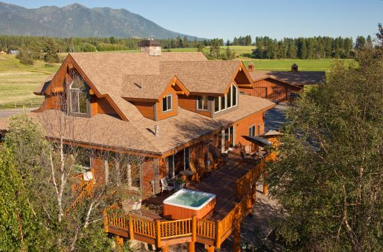 Columbia Falls, MT: Ranch Home Deck and Hot Tub overlooking river