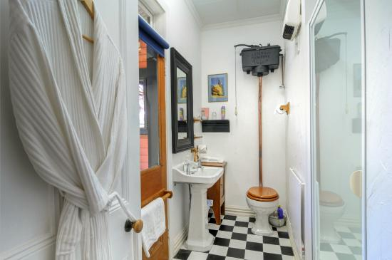The Ferry Bed & Breakfast: ensuite master bedroom