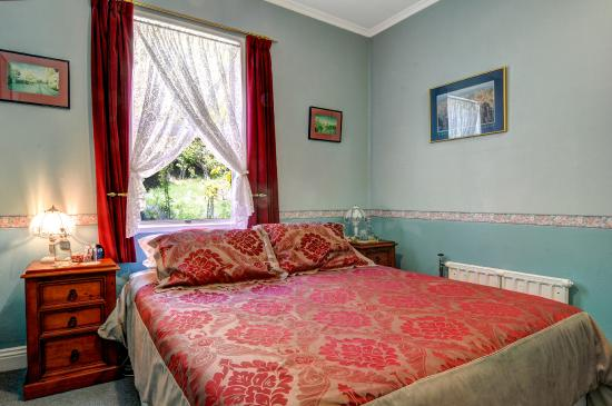 The Old Ferry Hotel Bed & Breakfast: Guest Bedroom