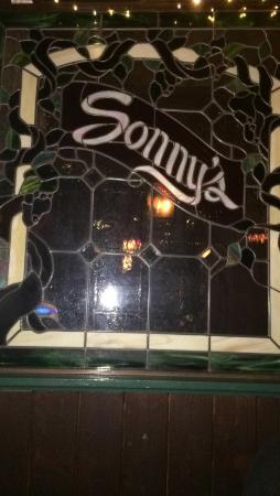 Sonny's Pizza: Beautiful glass art window inside Sonny's