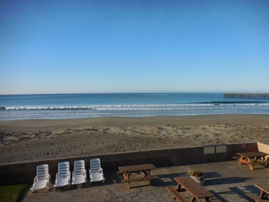Cayucos Shoreline Inn...on the beach: View from the balcony