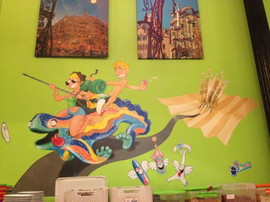 Equity Point Gothic - Hostel Barcelona : Mural del comedor