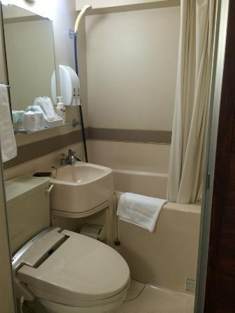 The  Hotel North Osaka: お風呂は狭いですが十分