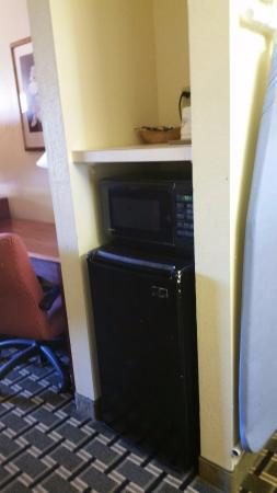 Days Inn Trenton : coffee maker, microwave, and fridge