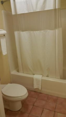 Days Inn Trenton : Bathroom, overall clean