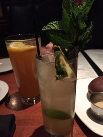 West Lawn, Pensilvania: Amazing pineapple mojitos-you feel what hit you until you are home!