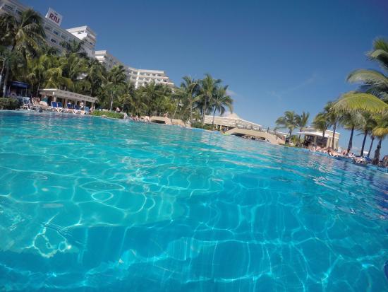 piscina riu caribe picture of hotel riu caribe cancun. Black Bedroom Furniture Sets. Home Design Ideas