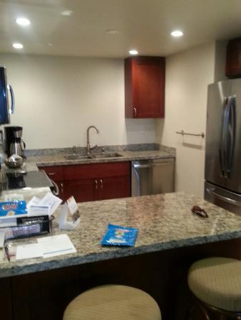 Hanalei Bay Resort: Kitchen, perfect size!