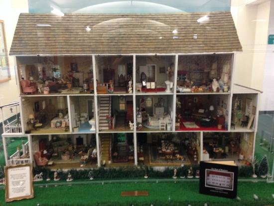 Huge And Beautiful Dollhouse Inside The Library Picture Of Bird