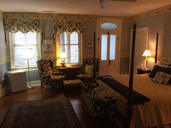 Cannonboro Inn: photo1.jpg