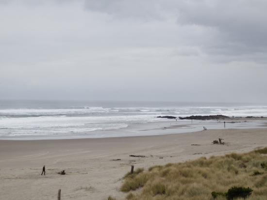 BEST WESTERN PLUS Lincoln Sands Oceanfront Suites : Beach view
