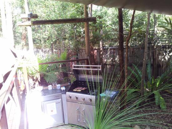 Lane Cove River Tourist Park : barbecue area