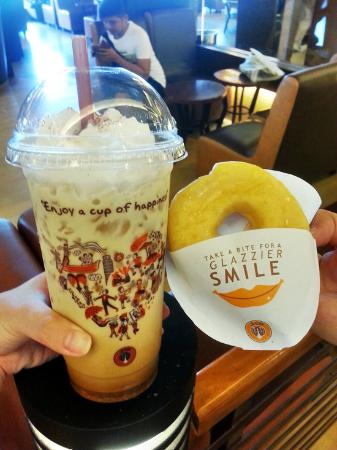J.Co Donuts & Coffee : Coffee with free donut