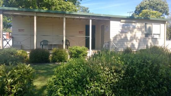 canberra carotel motel caravan park 2017 prices. Black Bedroom Furniture Sets. Home Design Ideas