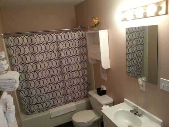 Ainsworth Hot Springs, Canadá: room 1 bathroom