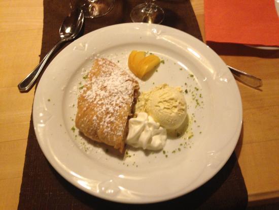 Hoechberg, Germany: Apfelstrudel