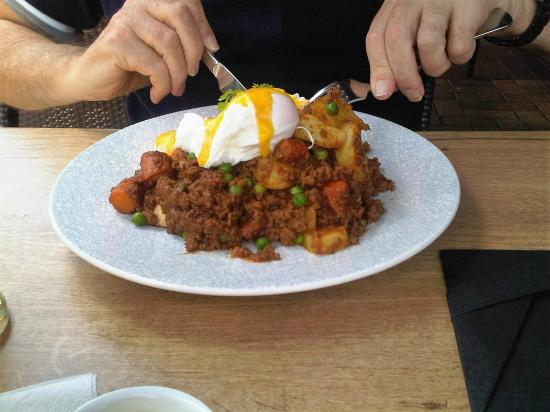 JDV Merivale : Mince on Toast with Poached Egg