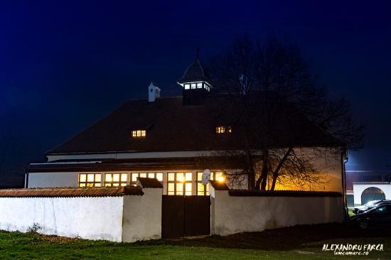 Cincsor Transylvania Guesthouses at night