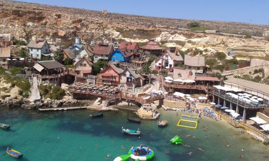 Spiaggia vista dalla strada 1 foto di popeye village malta mellieha tripadvisor - Malta a novembre bagno ...