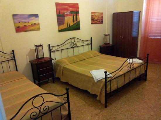 b b politeama square palerme italie voir les tarifs et avis chambres d 39 h tes tripadvisor. Black Bedroom Furniture Sets. Home Design Ideas