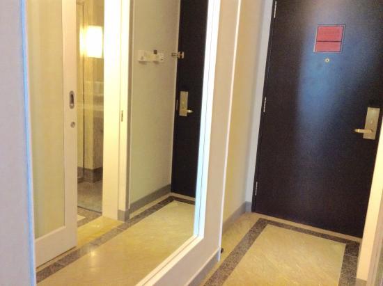 Orchard Hotel Singapore: Room hallway