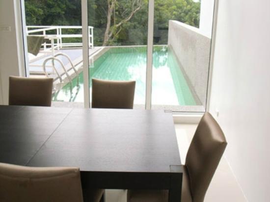 Tri Trang 5 Star Apartments: Realty Access Pool Access from living room villa 1