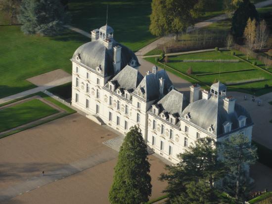 Contres, France : Chateau de Cheverny vu du ciel