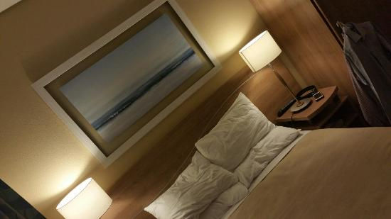 City Lodge Hotel Port Elizabeth: Clean, neat but small rooms...