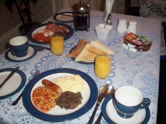 Arrandale Guest House: Cooked or continental breakfast included in the price