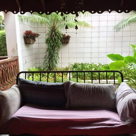 The Lotus Garden: Vanuit het gezellig ingerichte restaurant