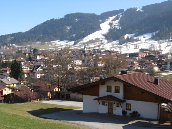 Harmony-Hotel Harfenwirt: Traditional Austrian house on the far side of Niederau looking back to the small mountain.