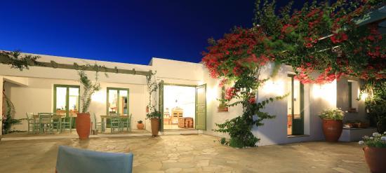Platis Yialos, กรีซ: Μπροστινή αυλή.