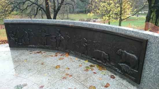 "Wojtek ""the Soldier Bear"" Statue"