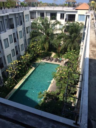 Umalas Hotel and Residence: Quiet, secluded pool.