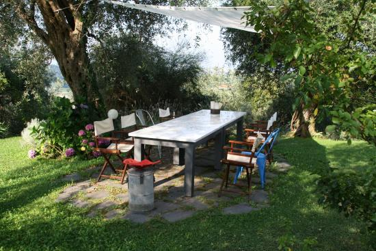 Stiava, Italien: eating outside