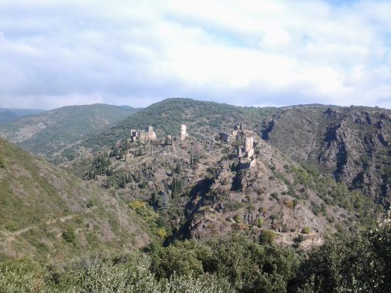 Homps, Francia: View of four castles