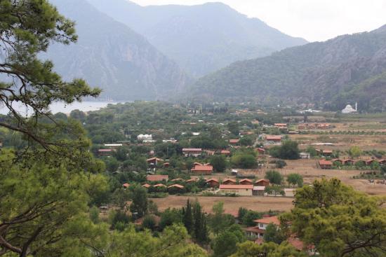Akdeniz Bahcesi: вид на Чиралы с Ликийской тропы