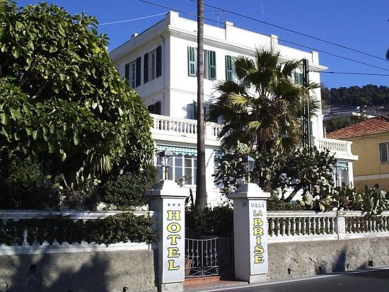 Hotel Villa La Brise: Фасад отеля
