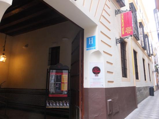 Hotel Alcantara: ホテル外観