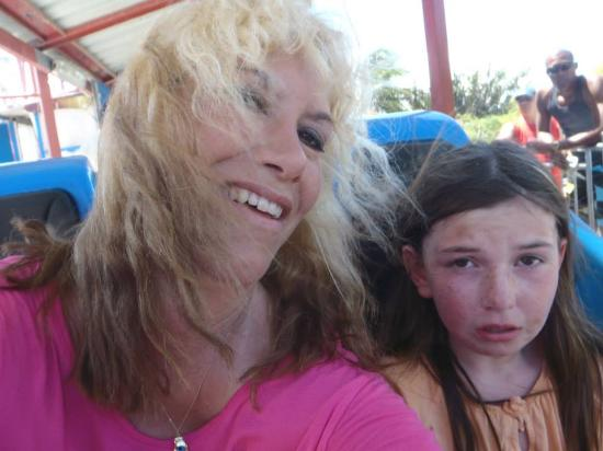 Todo en Uno: My daughter's first time on the coaster, it is fast and safe