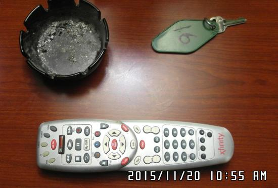 ‪‪Atco‬, نيو جيرسي: Dirty ashtray and TV remote‬